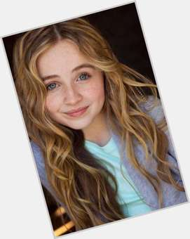 "<a href=""/hot-women/sabrina-carpenter/where-dating-news-photos"">Sabrina Carpenter</a> Slim body,  dyed blonde hair & hairstyles"