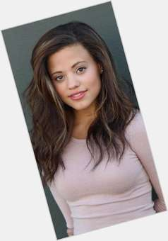 "<a href=""/hot-women/sarah-jeffery/is-she-black-biracial-single-jefferys-boyfriend"">Sarah Jeffery</a> Average body,  light brown hair & hairstyles"
