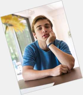 "<a href=""/hot-men/sean-grandillo/news-photos"">Sean Grandillo</a> Athletic body,  light brown hair & hairstyles"