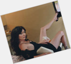 "<a href=""/hot-women/shannen-doherty/is-she-still-married-diva-pregnant-mean-hard"">Shannen Doherty</a> Average body,  dark brown hair & hairstyles"