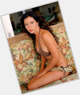 Shannen Doherty dark brown hair & hairstyles Average body,