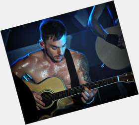 "<a href=""/hot-men/shannon-leto/is-he-married-vegan-short-sick-and-jared"">Shannon Leto</a> Athletic body,  dark brown hair & hairstyles"