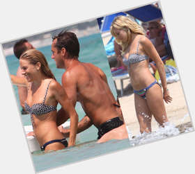 "<a href=""/hot-women/sienna-miller/is-she-married-bi-pregnant-gi-joe-2"">Sienna Miller</a> Average body,  blonde hair & hairstyles"