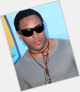 "<a href=""/hot-men/sy-kravitz/is-he-bi-2014"">Sy Kravitz</a> Average body,  grey hair & hairstyles"