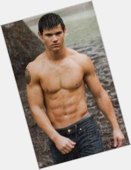 "<a href=""/hot-men/taylor-lautner/is-he-native-american-virgin-married-single-dating"">Taylor Lautner</a> Athletic body,  black hair & hairstyles"