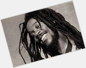 "<a href=""/hot-men/dennis-brown/is-he-dead-still-alive-where-buried-when"">Dennis Brown</a> Average body,  dark brown hair & hairstyles"