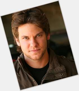 Theo Von dark brown hair & hairstyles Athletic body,