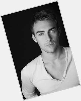 "<a href=""/hot-men/tom-austen/news-photos"">Tom Austen</a> Slim body,  dark brown hair & hairstyles"