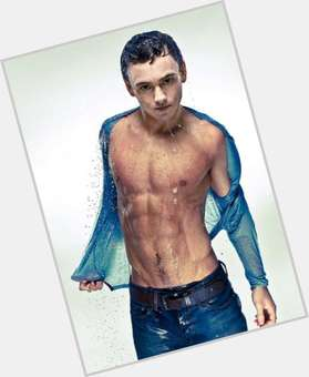Tom Daley dark brown hair & hairstyles Athletic body,