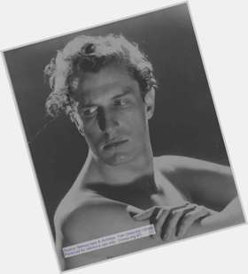 "<a href=""/hot-men/vincent-price/is-he-thriller-still-alive-living-edward-scissorhands"">Vincent Price</a> Athletic body,  light brown hair & hairstyles"