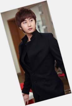 "<a href=""/hot-men/young-saeng-heo/news-photos"">Young Saeng Heo</a> Slim body,  black hair & hairstyles"