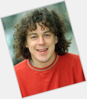 "<a href=""/hot-men/alan-davies/is-he-welsh-nice-person-always-qi-married"">Alan Davies</a> Average body,  dark brown hair & hairstyles"