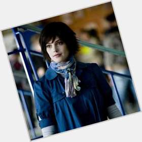 "<a href=""/hot-women/alice-cullen/is-she-blind-married-jasper-hale-vampire-hair"">Alice Cullen</a> Slim body,  black hair & hairstyles"