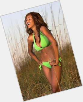Alicia Fox dyed red hair & hairstyles Athletic body,