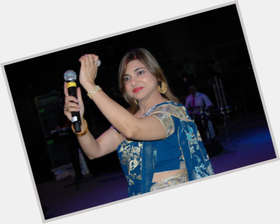 "<a href=""/hot-women/alka-yagnik/is-she-married-bengali-gujarati-divorce-kumar-sanu"">Alka Yagnik</a> Slim body,  black hair & hairstyles"
