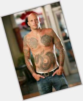 "<a href=""/hot-men/ami-james/is-he-married-still-good-tattoo-artist-friends"">Ami James</a> Athletic body,  dark brown hair & hairstyles"