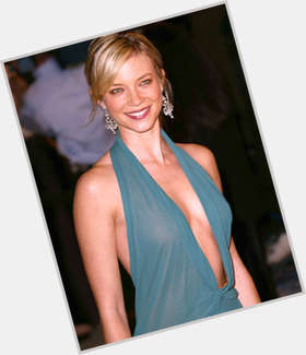 "<a href=""/hot-women/amy-smart/is-she-chicago-fire-related-elizabeth-married-walking"">Amy Smart</a> Slim body,  dyed blonde hair & hairstyles"