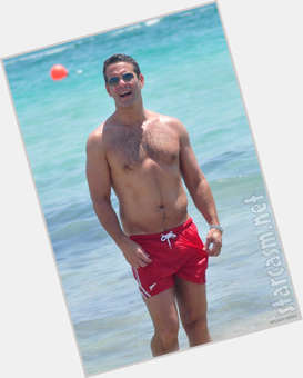 "<a href=""/hot-men/andy-cohen/is-he-married-engaged-single-dating-anyone-sean"">Andy Cohen</a> Athletic body,  grey hair & hairstyles"