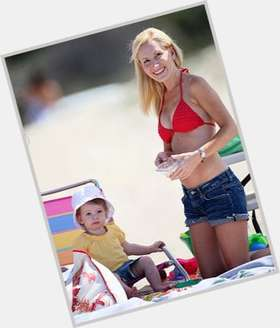 "<a href=""/hot-women/angela-kinsey/is-she-married-really-pregnant-season-8-real"">Angela Kinsey</a> Average body,  blonde hair & hairstyles"