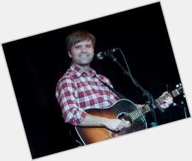 "<a href=""/hot-men/ben-gibbard/is-he-christian-married-jerk-dating-jenny-lewis"">Ben Gibbard</a> Average body,  light brown hair & hairstyles"