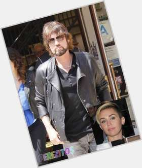 "<a href=""/hot-men/billy-ray-cyrus/is-he-christian-married-upset-miley-divorce-mad"">Billy Ray Cyrus</a> Athletic body,  light brown hair & hairstyles"