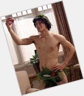 "<a href=""/hot-men/bob-morley/is-he-coming-back-neighbours-bobby-leaving-dating"">Bob Morley</a> Average body,  black hair & hairstyles"