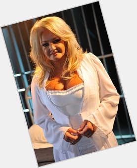 "<a href=""/hot-women/bonnie-tyler/is-she-related-steven-alive-alcoholic-eastenders-scottish"">Bonnie Tyler</a> Average body,  blonde hair & hairstyles"