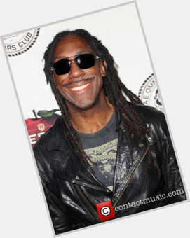 "<a href=""/hot-men/boyd-tinsley/is-he-married-good-violinist-blind-death-alive"">Boyd Tinsley</a> Average body,  black hair & hairstyles"