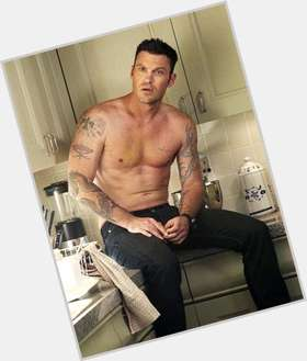 "<a href=""/hot-men/brian-austin-green/is-he-bi-2014"">Brian Austin Green</a> Athletic body,  dark brown hair & hairstyles"