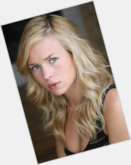 Britt Robertson blonde hair & hairstyles Athletic body,