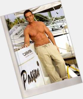 Carlos Ponce light brown hair & hairstyles Athletic body,