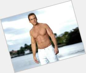 "<a href=""/hot-men/carlos-ponce/is-he-cuban-puerto-rico-hollywood-heights-divorce"">Carlos Ponce</a> Athletic body,  light brown hair & hairstyles"