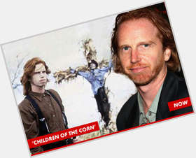 "<a href=""/hot-men/courtney-gains/is-he-married-carrot-top-much-worth"">Courtney Gains</a> Average body,  red hair & hairstyles"