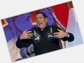 "<a href=""/hot-men/dale-winton/is-he-married-relationship-ill-drunk-asthmatic-sick"">Dale Winton</a> Average body,  dark brown hair & hairstyles"