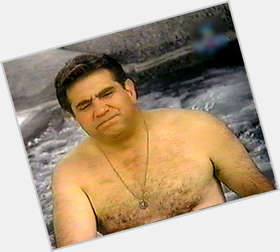 "<a href=""/hot-men/dan-lauria/is-he-married-italian-freemason-actor-tall-matt"">Dan Lauria</a> Average body,  dark brown hair & hairstyles"