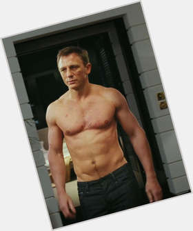 "<a href=""/hot-men/daniel-craig/is-he-married-still-james-bond-best-short"">Daniel Craig</a> Athletic body,  blonde hair & hairstyles"