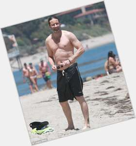 "<a href=""/hot-men/david-duchovny/is-he-married-hung-divorce-jerk-smoker-hot"">David Duchovny</a> Average body,  light brown hair & hairstyles"