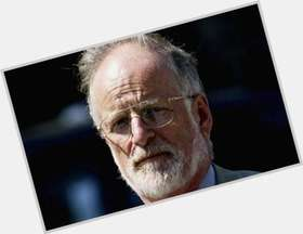 "<a href=""/hot-men/david-kelly/is-he-charlie-and-chocolate-factory-still-alive"">David Kelly</a> Slim body,  grey hair & hairstyles"