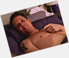 "<a href=""/hot-men/dean-winters/is-he-married-mayhem-guy-leaving-svu-back"">Dean Winters</a> Average body,  dark brown hair & hairstyles"