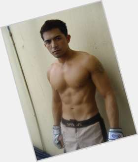 "<a href=""/hot-men/dennis-trillo/is-he-married-dating-trillos-manager-girlfriend-tall"">Dennis Trillo</a> Athletic body,  dark brown hair & hairstyles"