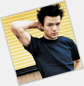 "<a href=""/hot-men/deryck-whibley/is-he-fat-drugs-atheist-christian-married-avril"">Deryck Whibley</a> Slim body,  dyed black hair & hairstyles"