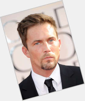 "<a href=""/hot-men/desmond-harrington/is-he-sick-married-related-ray-liotta-anorexic"">Desmond Harrington</a> Athletic body,  light brown hair & hairstyles"