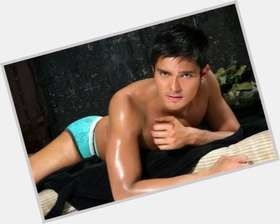 Dingdong Dantes light brown hair & hairstyles