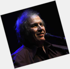 "<a href=""/hot-men/don-mclean/is-he-still-alive-living-married-one-hit"">Don Mclean</a> Average body,  dark brown hair & hairstyles"