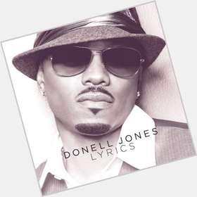 "<a href=""/hot-men/donell-jones/is-he-married-bobby-son-kappa-illuminati-where"">Donell Jones</a> Average body,  dark brown hair & hairstyles"