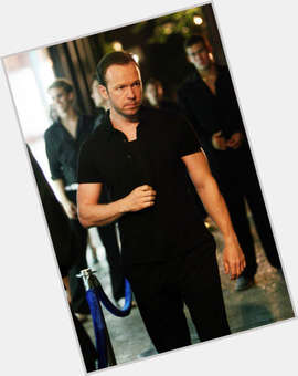 "<a href=""/hot-men/donnie-wahlberg/is-he-married-leaving-blue-bloods-divorce-catholic"">Donnie Wahlberg</a> Average body,  light brown hair & hairstyles"