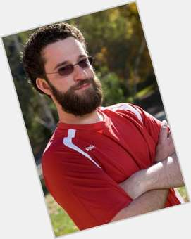 "<a href=""/hot-men/dustin-diamond/is-he-related-mike-d-married-funny-alive"">Dustin Diamond</a> Average body,  dark brown hair & hairstyles"