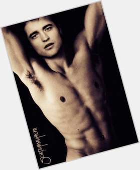 "<a href=""/hot-men/edward-cullen/is-he-vampire-real-abusive-harry-potter-redhead"">Edward Cullen</a> Slim body,  light brown hair & hairstyles"