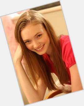 "<a href=""/hot-women/eleanor-tomlinson/is-she-related-louis-sister-married-and-sean"">Eleanor Tomlinson</a> Slim body,  light brown hair & hairstyles"