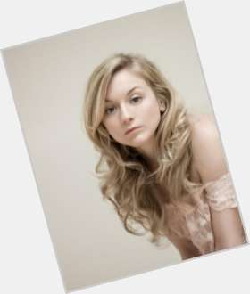 "<a href=""/hot-women/emily-kinney/is-she-married-single-dating-norman-reedus-related"">Emily Kinney</a> Slim body,  blonde hair & hairstyles"